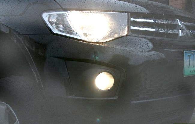 Imaginea intitulată Conduceți în siguranță în ceață Pasul 4