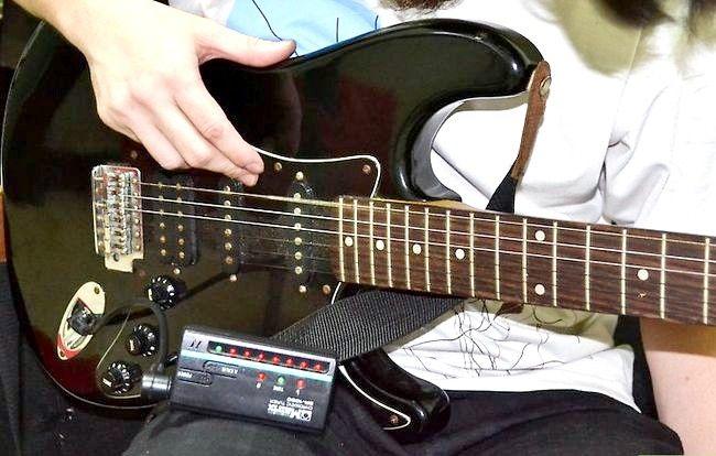 Imaginea intitulată Tunează-ți chitara în picătură D Pasul 2