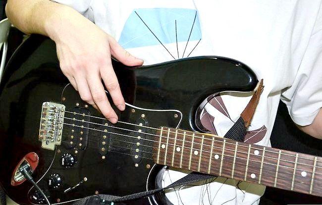 Imaginea intitulată Tunează-ți chitara în picătură D Pasul 3