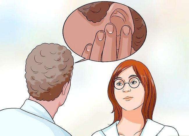 Image cu titlul Tratarea unei infecții la urechile fungice Pasul 5