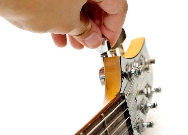 Imaginea intitulată Utilizați un Guitar Capo Pasul 2