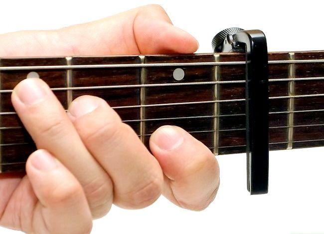 Imaginea intitulată Folosiți un Guitar Capo Pasul 4
