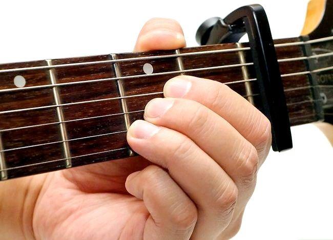 Imaginea intitulată Utilizați un Guitar Capo Pas 5