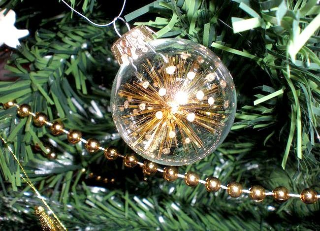 Imagine cu titlul Decoratiuni de copac