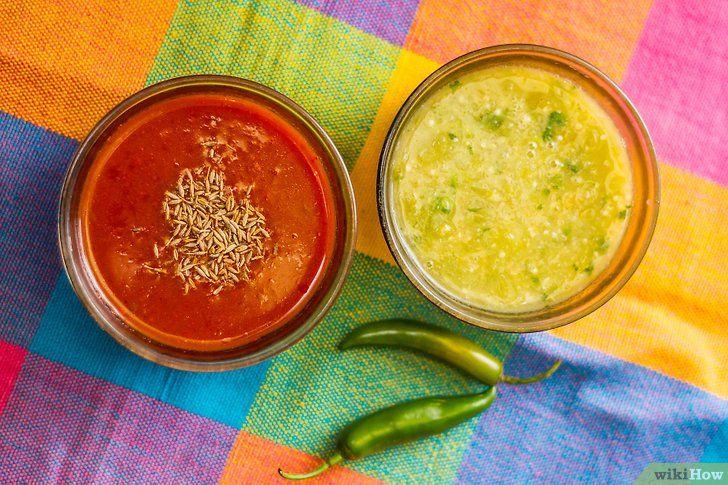 Imaginea intitulă Efectuați finalul sosului Vegan Enchilada