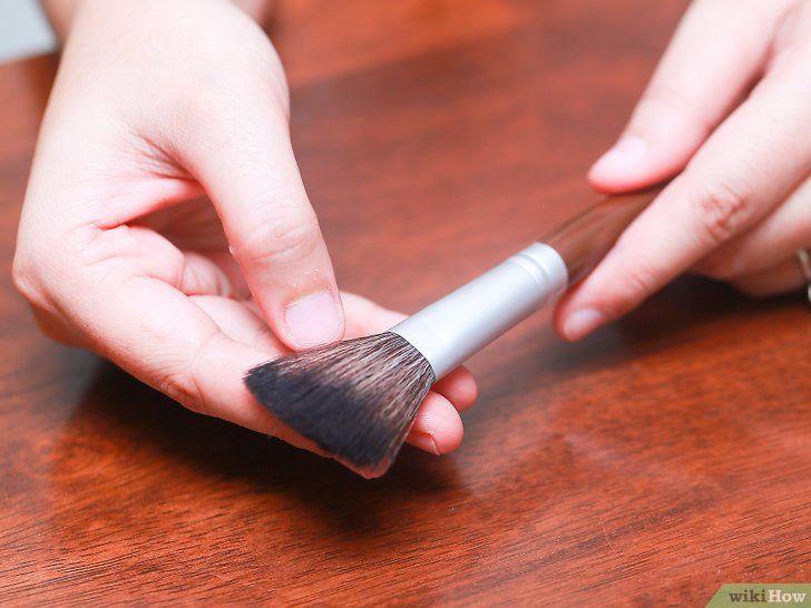 Cum să curățați perii de machiaj