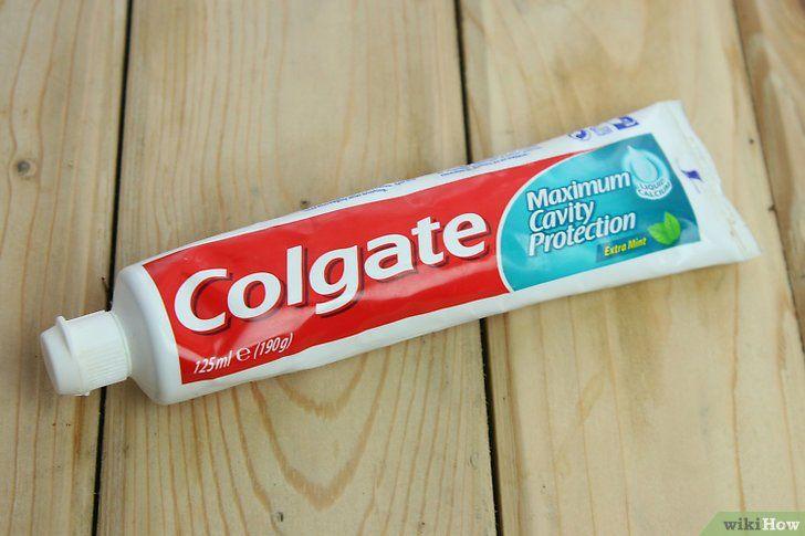 Aplicați pasta de dinți pe cos